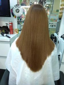 Одно из самых элегантных решений для длинных волос – стрижка лисий хвост. Она великолепно подойдет для волос любого типа, как абсолютно прямых, так и вьющихся. Особенно красиво эта прическа смотрится на волосах длиной до лопаток и ниже....