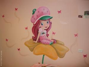 Девочка клубничка на цветке. Роспись стены в детской. Автор: Флора.