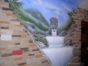 Пейзаж. Каменная статуя, голова Инков, на воне водопада. Общий вид. Декоративное оформление стены в гостиной. Мошав Авиэзер. Художник Флора.