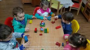младшая группа -  строим