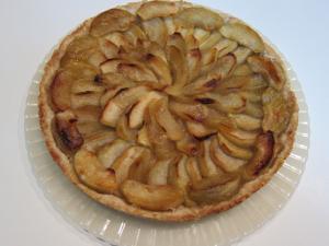 Песочный пирог с карамелизириванными яблоками
