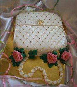 """Тортик """"Сумочка Chanel с розами """"Вес-3кг.  Алла."""