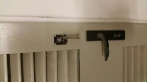 Установка дополнительного замка на дверь!