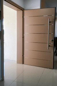 Дверь Hi-Tech 17 (Песчаный Цвет)
