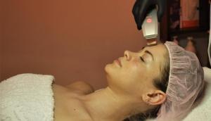 Чистка лица - очищение кожи от черных точек, увлажнение кожи , нежный пилинг , ультразвуковая чистка, маски по проблемам вашей кожи , аппаратное увлажнение , серумы , кремы и все что необходимо вашей коже.