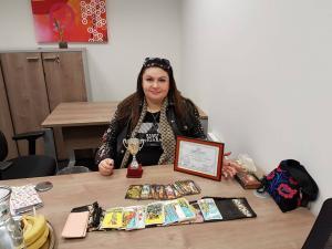 6 марта 2018 ,меня наградили дипломом и кубком на конурсе La specco. Я заняла 2-ое место на Международном телеконкурсе людей с паранормальными способностями. Кубок и диплом мне вручала Алена Орлова( финалистка 1-созона Битвы Экстрасенсов на Тнт)
