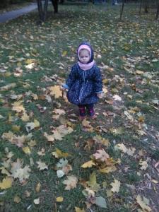 Зимняя куртка -плащдля девочки.Ткань водонепроницаемая.