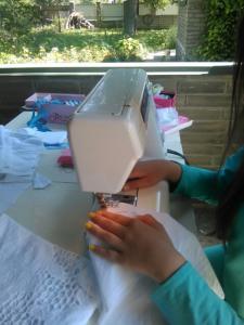 Процесс пошива .Платье хлопковое.Исполняет работу ученица 13 лет