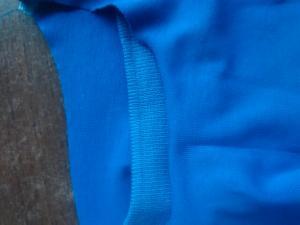 Обработка горловины на фудболке Бецкой вязаной в тон.