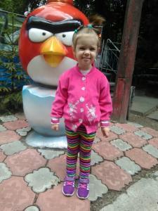 Велюровая толстовка с кружевом. Детские брюки вязаный разноцветный матив.