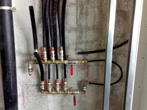 Верхняя разводка труб х/горячей воды