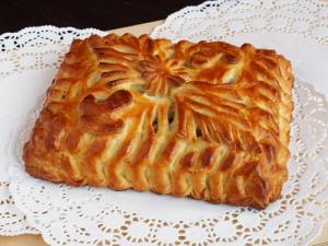 Пирог с капустой, беконом и грибами