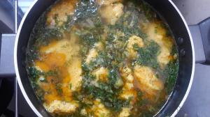 Суп с клецками из муки спельты (с безопасным глютеном), на основе оливкового/масла виноградных косточек и набора полезных кореньев