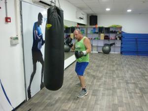Аэробные упражнения с боксерской грушей