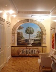 Художественная роспись стены в частном интерьере
