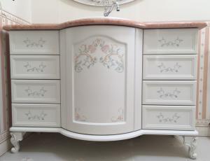 Роспись мебели акриловыми красками